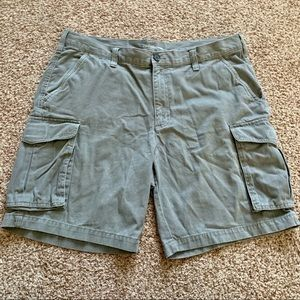 Croft & Barrow Men size 38 Gray Cargo Shorts